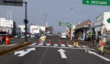 Realizan labores de balizamiento este lunes sobre Avenida Madero en Morelia, Michoacán