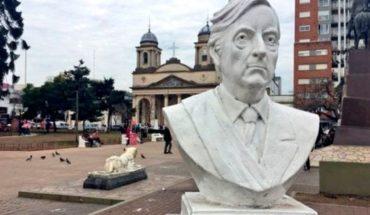 """Removerán un busto de Néstor Kirchner de una plaza de Morón: """"No rendirá homenaje a la corrupción"""""""