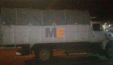 Roban camión con aguacates, y dos taxis, en Uruapan, Michoacán