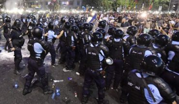 Romanians again to protest against the Government after police violence which left more than 400 wounded