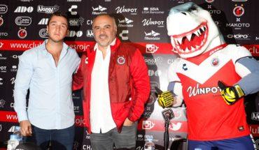 Guillermo Vázquez dejó la dirección técnica de los Tiburones Rojos del Veracruz tras asegurar que recibió doble contrato por parte del equipo de futbol.