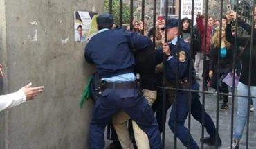 Tensión en Córdoba: La Policía desalojó a los estudiantes de la Facultad de Derecho