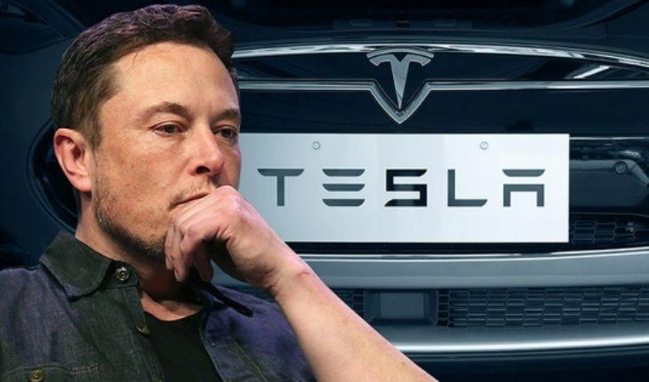 Tesla se desploma revirtiendo el alza por tuits en solo dos días
