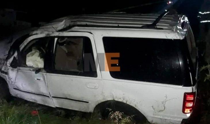 Un adolescente muere y otros dos resultan heridos tras volcadura en Zinapécuaro, Michoacán