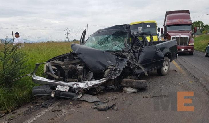 Un muerto y un herido deja choque en carretera Zamora- La Barca