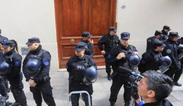 After a 13-hour operation, officers raided the Department of Cristina Kirchner in Recoleta