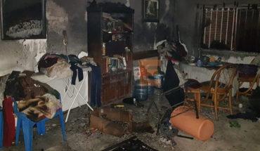 Bomberos rescatan a tres moradores de un casa en llamas en Jacona, Michoacán
