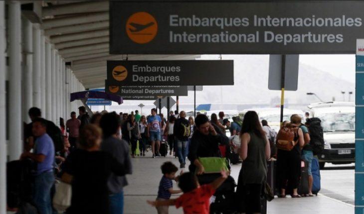 """Gobierno anuncia rebaja en tasas de embarque: """"Si logramos que más gente viaje, se va a recaudar más"""""""