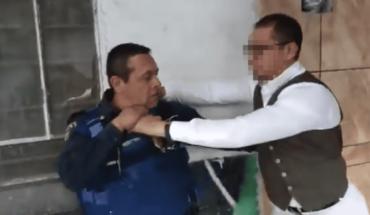 Hombre agrede a policía y queda libre tras pagar $100 de fianza