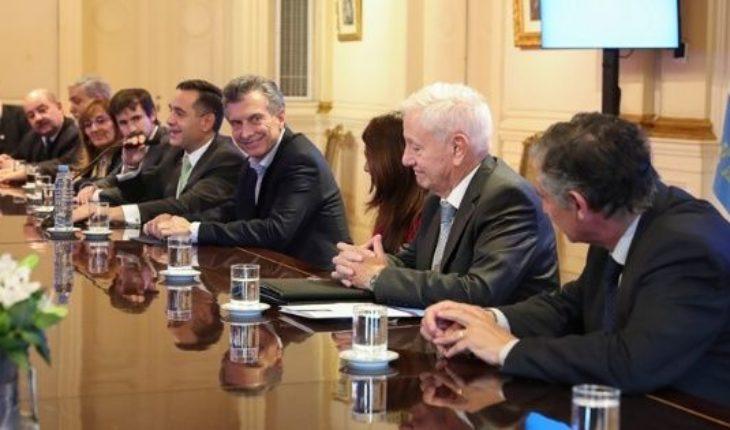 Macri recibió rectores y prometió que a partir de ahora la oferta de 15% es el piso