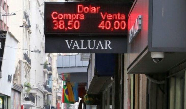 Megadevaluación: el dólar subió más de $6 en un día