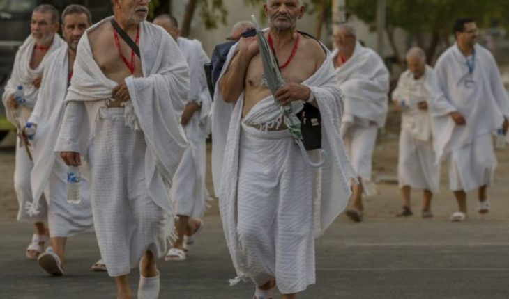 Pilgrims gather at Mount Arafat at the peak of the haj