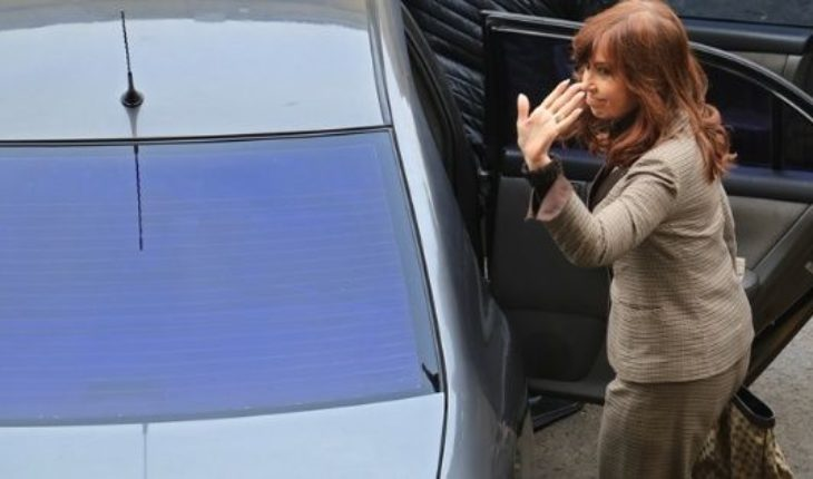 """Police operating in the building of Cristina: his lawyer came running and said that """"it is a circus"""""""