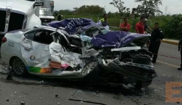 Taxi driver dies pressed hit a trailer in Morelos