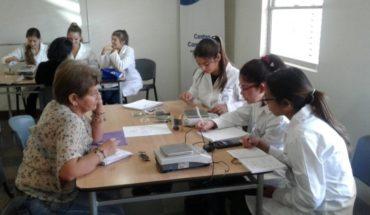 Trabajo colaborativo de estudiantes UC potencian desarrollo de pymes y proyectos comunitarios