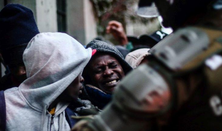 """Vocero de comunidad haitiana en Chile pide ayuda al gobierno: """"Son miles los que quieren retornar"""""""