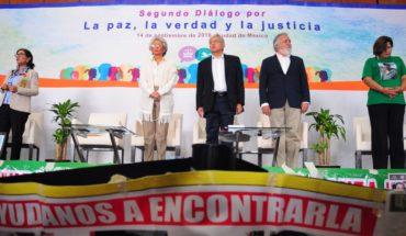 AMLO pide ayuda y unidad a familiares de desaparecidos; promete justicia y más recursos
