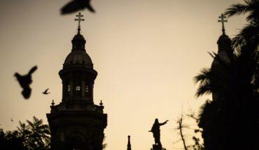 Arzobispado de Santiago difundió manual de conducta donde prohibió a sacerdotes tocar genitales y dormir con niños
