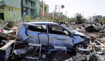 Buscan supervivientes entre 261 réplicas tras terremoto y tsunami