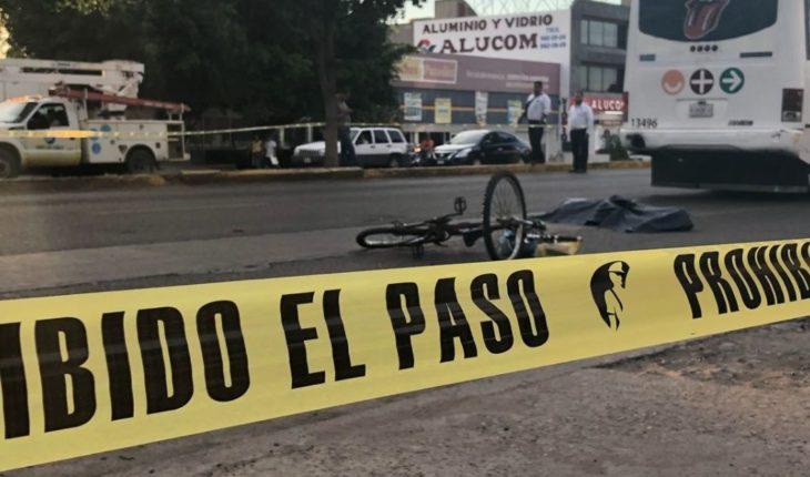 Camión urbano embiste a ciclista en la Ejército Mexicano