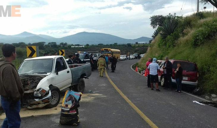 Choque de frente sobre carretera Zamora-Morelia, deja un muerto y cuatro lesionados