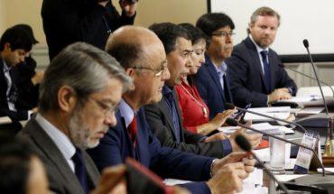 Comisión que revisa acusación constitucional recibió a abogados de los jueces