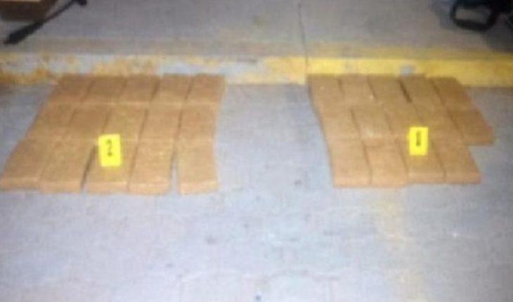 Decomisan casi 30 kilos de cocaína oculta en pacas de alfalfa