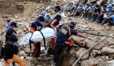 Deslave en Filipinas entierra unas 30 viviendas