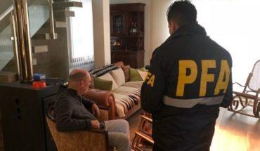 Detienen a ex fiscal acusado de integrar una banda delictiva con policías y barrabravas