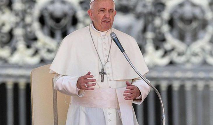 """El papa pidió rezar por la Iglesia para protegerla del """"demonio"""" tras casos de abusos sexuales"""