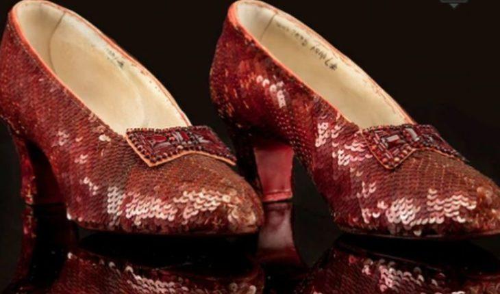 """Encontraron los zapatos rojos de Dorothy del """"Mago de Oz"""" después de 13 años"""