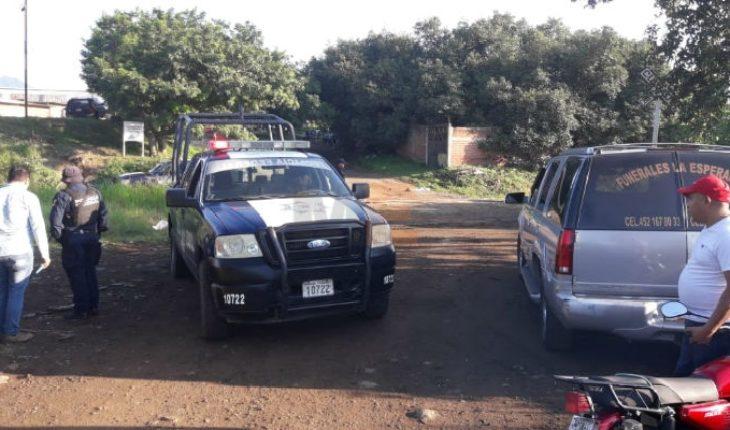 Encuentran cadáver baleado y maniatado en comunidad de Uruapan, Michoacán
