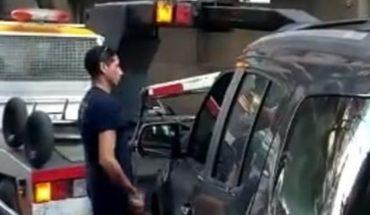 Evalúan sancionar a los conductores de una grúa que dañaron dos autos