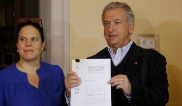 """Felipe Larraín entregó proyecto de Ley de Presupuesto 2019 y dijo que existe """"disposición de aceptar ideas"""""""