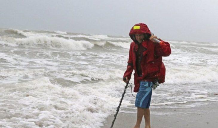 Gordon azota el sur de Florida con fuertes vientos y lluvias