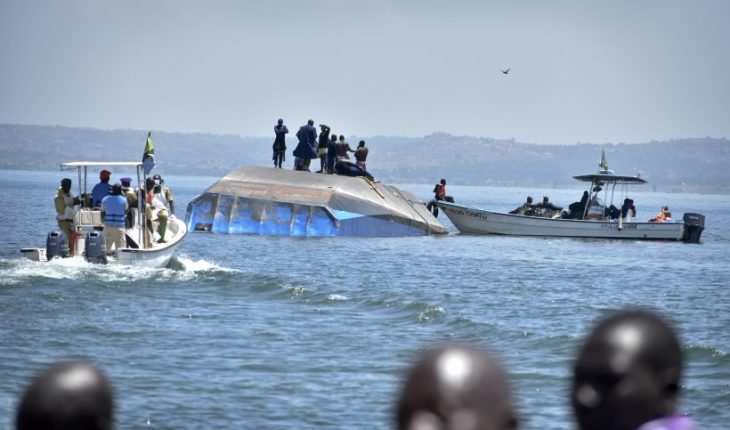 Hallaron un sobreviviente al interior del ferry que naufragó en Tanzania y que dejó más de cien muertos