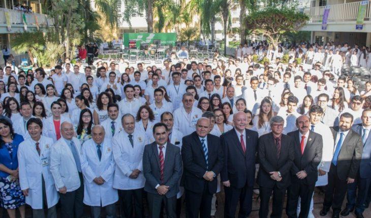 Inician clases mil alumnos del grupo A de medicina