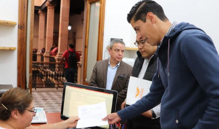 Javier Paredes presenta iniciativa para eliminar financiamiento público a Partidos en Michoacán