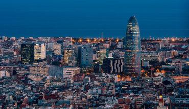 Vista aérea del distrito tecnológico barcelonés 22@, con la Torre Glòries en primer plano. Foto: Maciek Lulko (CC BY-NC 2.0)