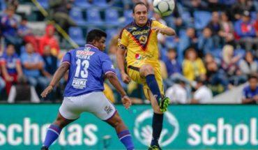 Leyendas del América se imponen ante las de Cruz Azul en la despidida del 'Estadio Azul'