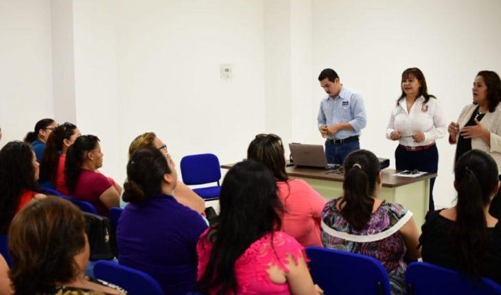 Lleva SIPINNA pláticas a padres de familia para formar una familia sana