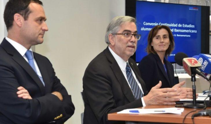 Más de 1.000 alumnos de la U. Iberoamericana podrán continuar sus estudios en la Universidad de Santiago