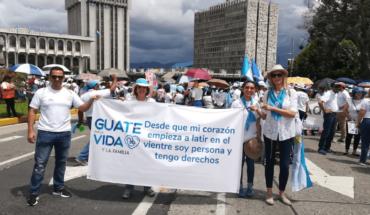 Miles de guatemaltecos marchan en contra del aborto