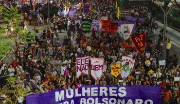 Mujeres en Brasil encabezan protesta contra candidato presidencial de extrema derecha