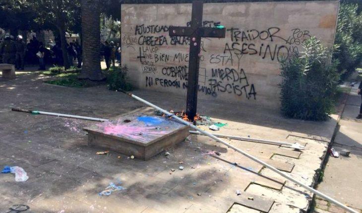"""Oposición criticó ataques a tumba de Jaime Guzmán: """"Esas personas son totalmente ajenas a la memoria del 11 de septiembre"""""""