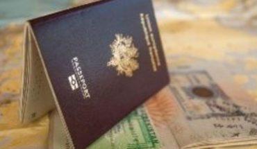 Planean restringir beneficios de tarjeta verde a inmigrantes