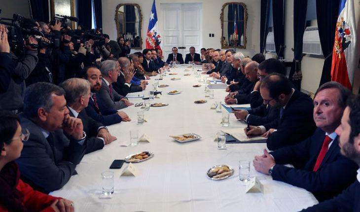 Presidente se reunió con jefes de partidos y parlamentarios por fallo de La Haya