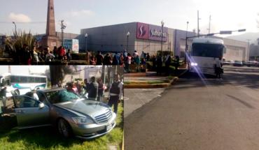 """Seis heridos en choque de camión de pasajeros y auto en """"El Ancla"""" en Morelia, Michoacán"""