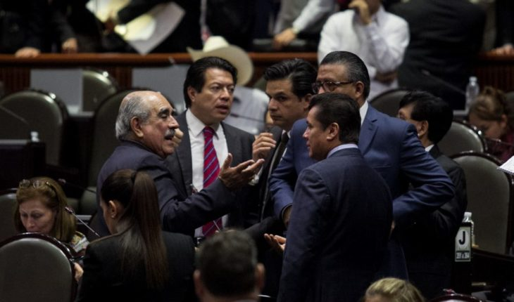 Senado cancela edecanes; Diputados suprimen seguros y fondo de ahorro