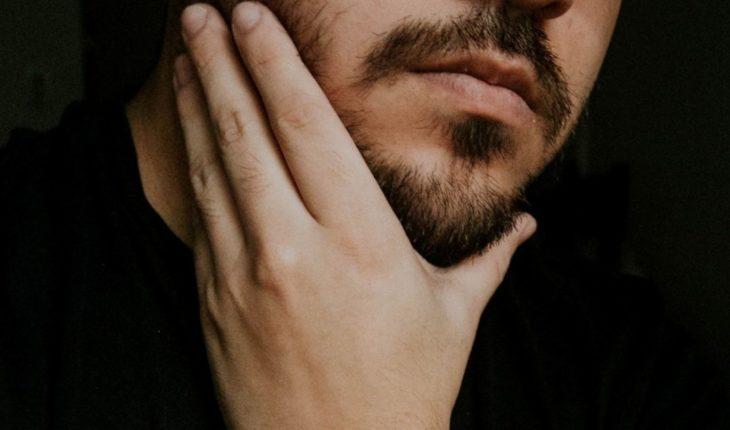 Tras pintarse la barba, joven luce como personaje de Padre de Familia